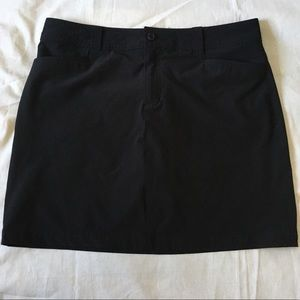 Eddie Bauer black skirt lined with shorts size 10